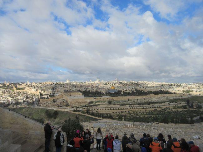 2020年、冬のヨルダン、イスラエル8日間の旅、第七日目前半は、エルサレムのオリーブ山に行きます。ここから下って主の泣かれた教会、万国民の教会を見て、ヨルダンとの国境へ向かいます。<br /><br />【旅程】<br />1月26日(日)・27日(月)  成田~ドーハ~アンマン~ペトラ(泊)  <br />1月28日(火)  終日ペトラ(泊)   <br />1月29日(水)  ペトラ~マダバ~ネボ山~死海 (泊) <br />1月30日(木)  死海~テルアッスルターン~クムラン~マサダ~ エルサレム(泊) <br />1月31日(金) エルサレム~ベツレヘム~エルサレム (泊) <br />2月1日(土) ・2日(日)   エルサレム~アンマン~ドーハ~成田  ●  <br />