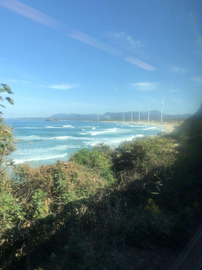 日本唯一定期運行している夜行列車のサンライズ<br />これに乗車したくて出雲大社に行くことにしました。<br />折角なのでもう少し足を延ばして石見銀山、下関、小倉、福岡を観光して飛行機で一気に東京へ帰ります。<br />------------------------------------------------------------------------<br />【日本海の旅】旅行記一覧<br />①0日目 夜行列車に揺られて<br />https://4travel.jp/travelogue/11596091<br />②1日目 境港ゲゲゲだらけ<br />https://4travel.jp/travelogue/11607815<br />③1日目 松江と出雲大社<br />https://4travel.jp/travelogue/11608560<br />④1・2日目 夕暮れの稲佐の浜<br />https://4travel.jp/travelogue/11608570<br />⑤2日目 世界遺産 石見銀山<br />https://4travel.jp/travelogue/11613824<br />⑥2日目    世界遺産カフェと日本海の眺め<br />https://4travel.jp/travelogue/11614780<br />⑦2日目 いよいよ九州上陸<br />https://4travel.jp/travelogue/11615083<br />⑧3日目 本州⇔九州行ったり来たり<br />https://4travel.jp/travelogue/11615717<br />⑨3日目 門司港レトロ地区【前編】<br />https://4travel.jp/travelogue/11618229<br />⑩3日目 門司港レトロ地区【後編】<br />https://4travel.jp/travelogue/11620763<br />⑪3・4日目 八幡製鉄所見学と福岡<br />https://4travel.jp/travelogue/11625840<br />⑫4日目 数十年ぶりの太宰府天満宮<br />https://4travel.jp/travelogue/11635333<br />⑬4日目 日本の歴史とキティちゃん<br />https://4travel.jp/travelogue/11635335<br />⑭5日目最終回 福岡散策<br />https://4travel.jp/travelogue/11647562