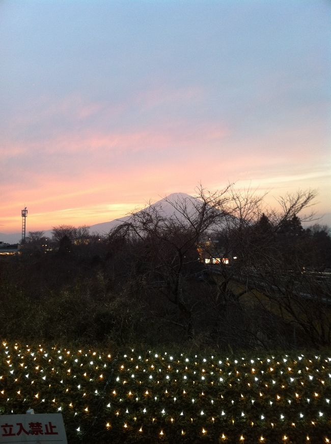 御殿場のアウトレットにドライブしながら買い物です。<br />富士山をバックにイルミネーションが綺麗でした。