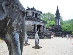 2019.11 ベトナムへ行ってみよう(6)続けてティエンムー寺とカイディン帝陵をまわろう。