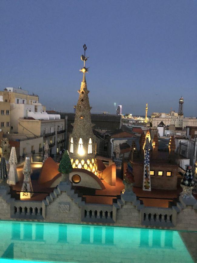 6月1日の続き~6月2日<br /><br />なんとかホテルを探し当てて、ホテルに隣接する先着順の駐車場にも運良く停められて、チェックイン。<br /><br />バルセロナでの宿泊は、その名もホテルガウディ。<br /><br />ベタな感じだなとおもっていたけれど、これがなかなか便利な立地で、ちゃんとしたホテル。<br />ここに決めてよかった!<br /><br />今日はバル巡りツアーを予約しています。<br />ロングドライブの後でバル3軒巡り。<br />もつかなー♪