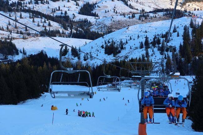 欧州ぼっちスキー2019/2020のラストです。<br /><br />前日のイタリア・アルタバディアからドイツ・バイエルン州にあるスーデルフェルトスキー場へ来ました。<br /><br />日本の超強力暖冬も厳しかったですが、こちらドイツでも状況は同じようで、しばらく降っていないとの事。そもそもの積雪量も少ないのでかなり厳しいスキーになってしまいました。<br /><br />こんな事なら、もう1日イタリアで滑っておれば良かった・・・<br />まぁ、天候ばかりは仕方がないですね・・・<br /><br />ドイツのスキー場は過去ツークシュピッツェ、ガルミッシュ・パルテンキルヒンに行ったので、こちらで3か所目となります。<br /><br />スキー場は日本で言うと白馬五竜ぐらいで欧州だと小規模となります。<br />※積雪不足でクローズなコースがありましたので実際もっと小さく感じました。<br /><br />■スキー場のスペック!<br />標高   :850m - 1,563m<br />リフト  :14基<br />総滑走距離:31km  <br /><br /><br />■日程はこんな感じ<br /><br />Day1 フライト:名古屋→成田→フランクフルト→ミュンヘン  レンタカー:ミュンヘン→インスブルック<br /><br />Day2 インスブルック観光(時差ぼけ対策)  レンタカー:インスブルック→トレント<br /><br />Day3 トレント観光(朝起きれなかったから観光にした)  レンタカー:トレント→フェルトレ<br /><br />Day4 サン・マルティーノ・ディ・カストロッツァスキー場  レンタカー:フェルトレ→スキー場→トレント<br /><br />Day5 ロベレト観光 (朝怒れなかったので観光にした)  レンタカー:トレント→ロベレト→サン・マルティーノ・イン・バディーア<br /><br />Day6 アルタ・バディアスキー場  レンタカー:サン・マルティーノ・イン・バディーア→アルタ・バディア→アラッバ<br /><br />Day7 アルタ・バディア  レンタカー:アラッバ→アルタ・バディア→クフシュタイン<br /><br />Day8 スーデルフェルトスキー場  レンタカー:クフシュタイン→スーデルフェルト→ミュンヘン<br /><br />Day9 ミュンヘン観光   レンタカー:ミュンヘン→空港<br /><br />Day10 フランクフルト乗継合間観光  フライト:ミュンヘン→フランクフルト→<br /><br />Day11 帰国&九州旅行   フライト:成田→福岡   レンタカー:福岡→大分(大和)<br /><br />Day12 九州旅行      レンタカー:大分→福岡  フライト:福岡→名古屋<br /><br />Day13 出勤・・・<br /><br />■旅費<br />・JAL国際線 Cクラス特典航空券燃油税他 \41,370<br />・ANA国内線(福岡・名古屋)          \13,210<br />・ルフトドイツ国内線          \25,471<br />・レンタカー代(ドイツ、越境費込)   \31,702<br />・レンタカー代(国内)         \ 4,610<br /><br /><br />個人ページも時間があれば見てくださいねー!<br />http://soleil1969.com/ski/1920ItGe/1920_ge.html<br /><br /><他の海外スキー場の写真ページ><br />http://soleil1969.com/ski/photo.html<br /><br /><肉団子のホームページ><br />http://soleil1969.com/<br />