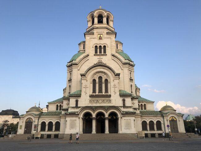 ヨーロッパ一人旅5か国目はマケドニアからブルガリアへ<br />当初のブルガリアの印象は「名前だけは聞いた事あるなぁ」程度・・・。<br />しかし訪れてみると、歴史的な建造物が多く、のんびりとした素敵な国でした。首都のソフィアにはバスやトラムの他に地下鉄も走っていて、移動も便利です。<br />今回はソフィアしか訪れることが出来ませんでしたが、機会があれば黒海の方にも行ってみたいですね
