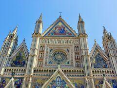 オルヴィエート  ~   期待をはるかに超えた!  華麗で威風堂々としたドゥオーモ,ミケランジェロが賞賛したとの圧巻のフレスコ画