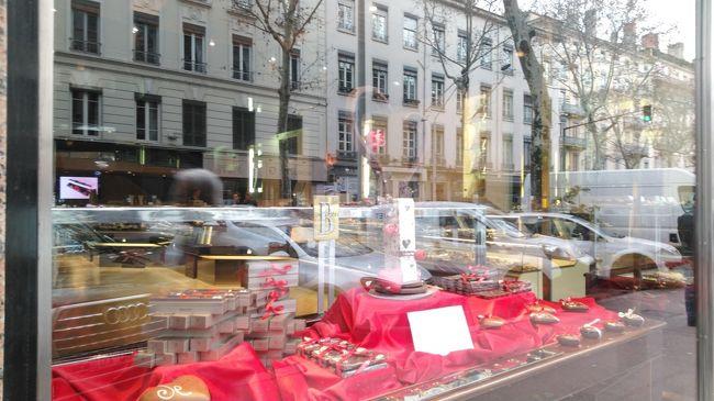 週末のデモを避けるためにもパリを離れます。<br />リヨンへ初めて訪れてみます。