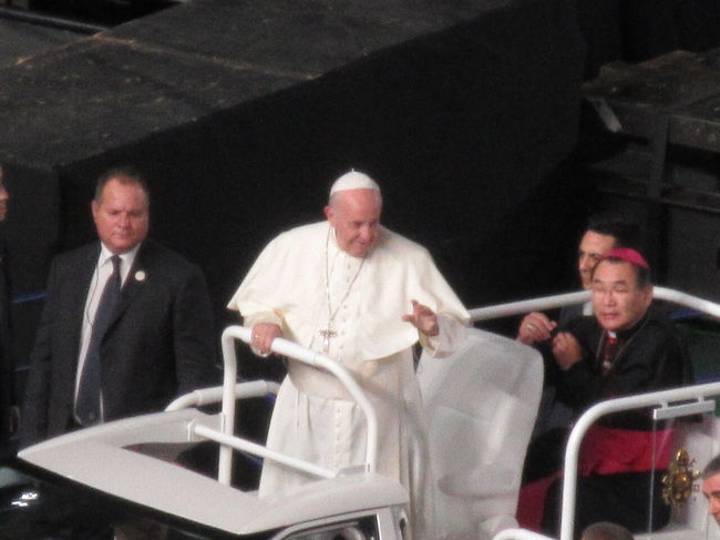 2019年11月25日東京ドームで行われたローマ教皇のミサに与って来ました。ネットで応募し、抽選で当たり、ローマ教皇のミサに与れるのは、一生に一回だろうということでローマ教皇に会いに東京へ。当日の東京ドームは凄い人、抽選に外れた人も一目ローマ教皇を見たいと東京ドーム周辺で待機、またベトナムやフィリピンなどからこのミサのために来られた方々も。38年ぶりのローマ教皇来日とあって連日ニュースでも取り上げられていました。繁忙期とあって弾丸での東京入り、そしてその1ヶ月後、再び年末年始を過ごすために東京へ。渋谷スクランブルスクエア、渋谷スカイそして毎年恒例のディズニーシーを満喫。