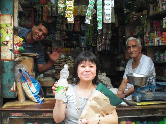 2010年初のインド旅行。喧噪と混沌のデリーから、アグラに入り死ぬまでには絶対見たいと思っていた世界遺産タージマハールを見、ヒンドゥー教の聖地バラナシまで足をのばした旅行記です。10年前の旅行なのでかなり記憶があいまいです。勘違いがあったらすみません。(^^;
