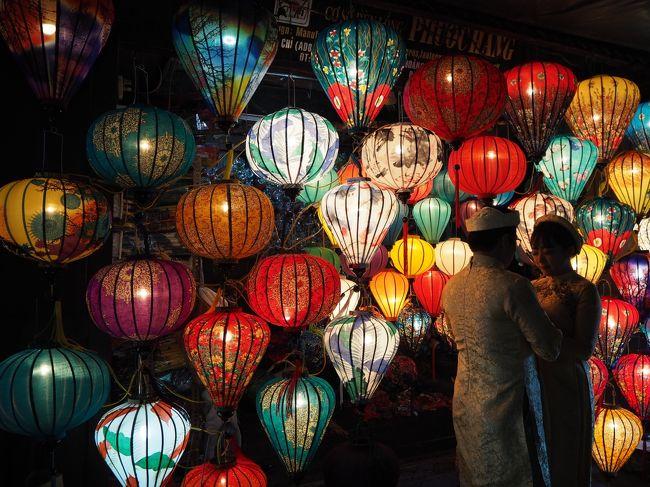 以前から憧れていたベトナム。<br />みなさんの旅行記を拝見していたら、行きたい所が沢山出て来たので今年は思い切って行く事にしました♪<br /><br />お目当てはインターコンチネンタルダナン。<br />みんなこのホテルで優雅に過ごしていらっしゃったので、「私もいつか泊まりた~い☆」と、夢見ておりました。<br />とてもお高いホテルですが、インターコンチネンタルのアンバサダー会員になると、週末無料宿泊券と言うのがもらえて、なんとこのダナンでも利用できるんですって!<br /><br />それなら私でも泊まれるかも~♪<br />と、いう事で、旅のお供でお馴染みになりました叔母を誘って行って参りました。<br /><br />本当はホーチミンやハノイにも行きたいけど今回はホイアンとダナンに絞りました。<br />ホイアンでは日帰りでフエとミーソン遺跡の日帰りツアーに参加して、ベトナムの歴史にも触れました。<br />ダナンでは憧れていたインターコンチネンタルホテルのスイートルームでまったり~☆<br />幸せすぎて、もう帰りたくなかった~(&gt;_&lt;)<br /><br />無情にも幸せな日々はあっという間に終わり、帰国...。<br />帰りはすったもんだの大騒ぎでしたが、ほぼ予定通り無事に帰国できたので良しとしましょう(^_-)<br /><br /><br />6月25日 後半<br />ホテルにチェックインしてひと休みしたら、ホイアン旧市街に出かけます♪<br />憧れていたノスタルジックな街並みはどこを歩いても楽しい!<br />ベトナム料理も堪能し、夜はインスタ映えで人気のランタンが灯る街並みをお散歩します。<br /><br /><br />【旅行日程】<br />6/25 1:25 羽田空港発 JL79便<br />     ↓<br /> 5:15 ホーチミン タンソンニャット空港着<br />8:00 ホーチミン タンソンニャット空港発 VN112便<br />↓<br /> 9:20 ダナン国際空港着<br />    <br />    ホイアン市内観光<br /><br />6/26 6:40 ホテルピックアップ フエ+郊外遺跡巡り<br /><br />6/27 午前 ホイアン市内観光<br />14:15 ホテルピックアップ ミーソン遺跡半日観光<br /><br />6/28 午前 ホイアン市内観光<br />   12:30 ホイアンからダナンへ<br />午後 インターコンチネンタルダナンでお籠りステイ<br /><br />6/29 午前 ダナン市内観光<br />  午後 ホテルでのんびり<br /><br />6/30 午前 ホテルでのんびり<br />   20:00 ダナン国際空港発 VN141便 の予定でしたが...。<br /><br /><br />【航空券】<br />東京⇔ダナン     59000円<br />燃料サーチャージ   10000円<br />Taxその他       7820円    合計 76820円<br /><br />【宿泊費】<br />6/25~27 Vinh Hung Riversside Resot<br /> スーペリアガーデンビューツインルーム 2泊1部屋  14985円<br />     朝食付き バスタブあり ティーセットあり<br /><br />6/27~28 Vinh Hung Heritage Hotel<br />スイート シングルベッド2台  1泊1部屋  7394円<br />     朝食付き バスタブあり ティーセットあり<br /><br />6/28~30 Intercontinental Danang Sun Peninsula Resort<br />キングサイズベッド クラブテラススイート オーシャンビュー  2泊1部屋 109,392円(1泊分はアンバサダー会員特典週末無料宿泊券を利用)<br />     クラブラウンジアクセス付き バスタブあり ティーセットあり<br />     ※SPAの金額含む<br /><br /> 【オプショナルツアー】<br />・世界遺産フエ+近郊史跡巡り+リバークルーズ1日観光(日本語ガイド・昼食付き)<br /> VELTRA (TNK&amp;APTトラベル) 1人$108(13100円)<br /><br />・午後発ミーソン遺跡半日ツアー(日本語ガイド付き)<br /> VELTRA (TNK&amp;APTトラベル) 1人$45(4950円)<br /><br />・ホイアン→インターコンチネンタルダナン送迎<br /> TNK&amp;