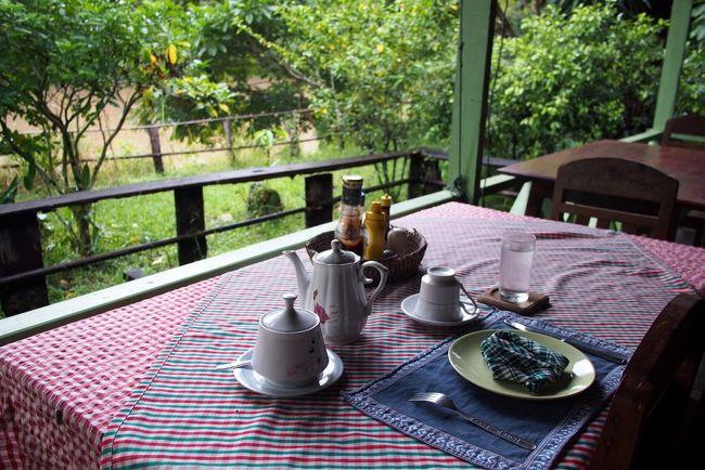 Savannakhetの宿で教えてもらった<br />パニャーン村の宿<br /><br /> ■Auberge Sala Hinboun<br /><br />オーベルジュ サラ・ヒンブンと読む<br />ここに2泊する。 楽しみだ!<br /><br /> ・オーベルジュ<br />  『郷土料理を提供するレストラン付きのホテル』<br />   を意味するフランス語<br /><br />だそうだ<br /><br />まあ、ケータイの電波も届かない田舎なので<br />ホテルってわけにはいかないだろうが<br />郷土料理を提供してくれる宿というところが<br />めちゃ嬉しい<br />■ Auberge Sala Hin Boun / パニャーン村の宿<br />http://510510.blog60.fc2.com/blog-entry-1771.html<br /><br />■ラオスの話 全部<br />http://510510.blog60.fc2.com/blog-category-44.html