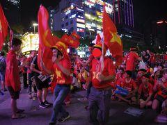 高齢の母とホーチミンでユ◯クロ開店列に並んだり、サッカー中継でベトナムを応援したり②