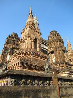 タイ4大王朝縦断の旅④ タイ最古の都スコータイ遺跡とロイクラトン祭り会場を巡る