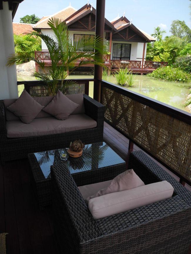2012年のカンボジア、シェムリアップへの一人旅の思い出です。<br />この旅行記はトランジットで途中下車した広州と予約したホテルにチェックインするまでの記録です。