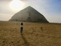 太陽と屈折ピラミッド