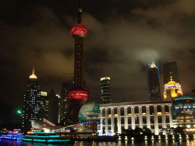 2009年の上海旅行です。あんまり写真ちゃんと撮ってないけども、まとめました。<br />この頃、旅行会社で働いていたので、勉強がてら販売している航空券とホテルと送迎がセットになったツアーを使って同じ会社の同期の友達と行きました。<br />10以上前だから今とはだいぶ変わってるんだろうな。