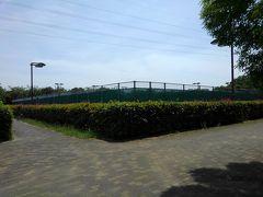 ただのテニスが旅行に思えた、三橋公園