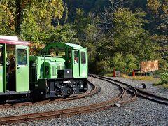 立山カルデラ秋景とジェットコースターみたいなトロッコ列車