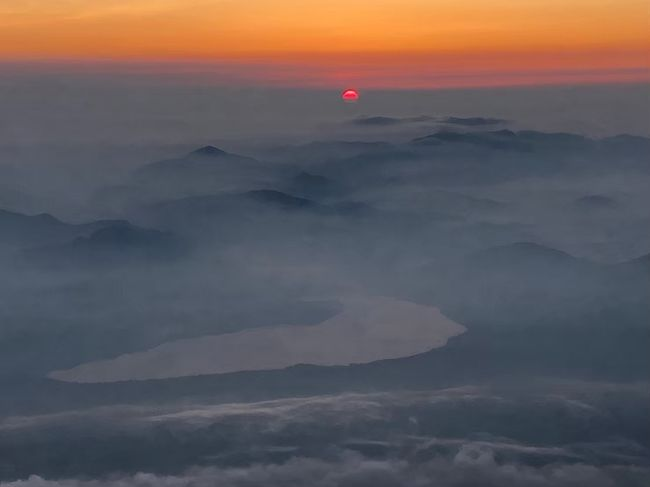 子どもの頃から、いつかは登ってみたいと思っていた富士山。高校時代の同級生が登るというので同行させてもらうことに。旅行と言えるかどうか分かりませんが、初めて富士山に登る方に少しでもプラスになればと思います。私も4トラさんで情報を頂いたので。