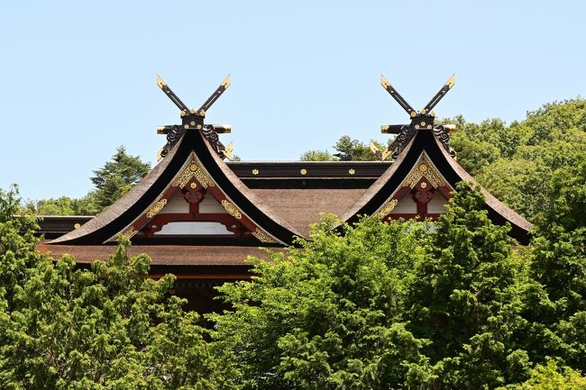6月のタイ・プーケットは当然のように中止となってしまいました。何時になったら武漢ウイルス騒動は終息するのでしょうか。次の予約は9月下旬同じくタイ・プーケットですが、現状ではなんとなく無理なような気がします。<br />そこで岡山が誇るパワースポット、国宝・吉備津神社にお願いに行く事にしました。なにしろこの神社は全国唯一つの様式社殿「吉備津造り」なのです。非常に人気ある神社で人出は絶えません。桃太郎伝説の元ともいわれています。<br />しかしコワイですね、恐ろしいですね、広大な駐車場はガラガラポンでした。