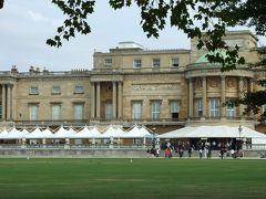 バッキンガム宮殿は内部を参観することができます