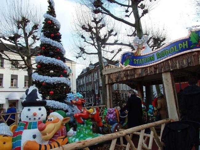 世界一美しい本屋さんを出て次に向かったのはフライトホフ広場。<br />ここマーストリヒトではクリスマスマーケットが開かれていると知って、ドイツからわずか1時間ほどで行ける「オランダのクリスマスマーケット」を見てみたいとやってきました。<br /><br />広場にはまるでテーマパークのような乗り物や屋台が出ていて、クリスマスのお飾りが可愛くて楽しいものばかり。一人旅であっても全く寂しさなど感じずに過ごせるところでした。<br /><br />☆&#39;.・*.・:★&#39;.・*.・:☆&#39;.・*.・:★&#39;.・*.・:☆&#39;.・*.・:★&#39;.・*.・:☆&#39;.・*.・:★&#39;.・*.・:☆&#39;.・*.・:★<br /><br />【スケジュール】<br /><br />12月 3日(日)関空発<br />12月 4日(月)ドバイ空港→フランクフルト空港→コッヘム到着 (コッヘム泊)<br />12月 5日(火)トリーア訪問  (コッヘム泊)<br />12月 6日(水)コッヘム→ベルンカルテル・クース(ベルンカステル・クース泊)<br />12月 7日(木)ベルンカルテル・クース滞在(ベルンカステル・クース泊)<br />12月 8日(土)ベルンカルテル・クース→マーストリヒト(マーストリヒト泊)<br />12月 9日(日)マーストリヒト→アーヘン  (アーヘン泊)<br />12月10日(月)アーヘン→ケルン (ケルン泊)<br />12月11日(火)ケルン→フランクフルト  (フランクフルト泊)<br />12月12日(水)イトシュタイン&バード・カンベルグ&ヘキスト訪問(フランクフルト泊)<br />12月13日(木)フランクフルト発→ドバイ空港    (機内泊)<br />12月14日(土)ドバイ空港→関空着