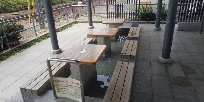 湯田温泉に3泊して、久しぶりの湯田を満喫。<br />美味しいものも食べたし楽しかった!<br /><br />少し早いがホテルのチェックアウトの時間なので、少し早いが湯田温泉駅に向かおう。<br />飲み屋が並ぶ通りや井上公園をゆっくり散歩。<br />懐かしい風景をゆっくり楽しんで湯田温泉駅に到着。<br /><br />駅にある足湯を少しだけ楽しんで電車で新山口に向かう。<br />新山口からはリムジンバスで空港に向かう。<br />少し早めに空港に着いた。<br /><br />山口宇部空港は羽田便しかない小さい空港なのでファミレス風のレストラン2軒しかない。<br />いつもはそこでフライト前にちょい飲みするのだが、この日は保安検査所横にある「鍋島」で軽く一杯やろう。<br /><br />昼だけど晩酌セットを注文。<br />宇部かまなどを飲みながらビールを楽しむ。<br /><br />そして宇部うどんを注文。<br />サイズもやや小さめなので丁度良い。<br />満足して飛行機に乗り込む。<br /><br />また山口には来たみたい。