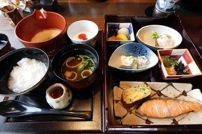 エクシブ箱根離宮では、現在中華粥とバイキングの朝食は休止していて、和朝食膳とアメリカンブレックファーストの朝食を提供しています。<br /><br />前日はアメリカンブレックファーストを楽しんだので、この日は日本料理 華暦の和朝食を予約しました。<br />