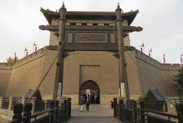 2019秋、中国旅行記25(10/34):11月18日(8):西安(8):西安古城壁、城壁写真展、三重の南門、吊橋、牡丹造花