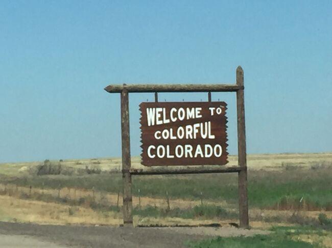 コロラド州の州境に入ってすぐの町のホリーを車で走り抜けました。人口は7~800人程度の小さい町で、コロラドで一番標高が低い町だそうです。