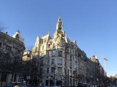 広場はアール・ヌーヴォーの建物に疑似化してしまう