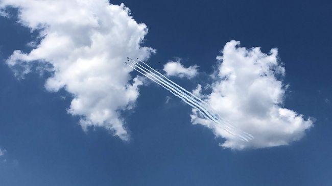 5/29「新型コロナウイルスに対応する医療従事者などに感謝と敬意を示そうと、航空自衛隊の「ブルーインパルス」が東京都心の上空を飛行」とのニュース。見てみたいな~飛行ルートは当日発表らしくワクワク・・・