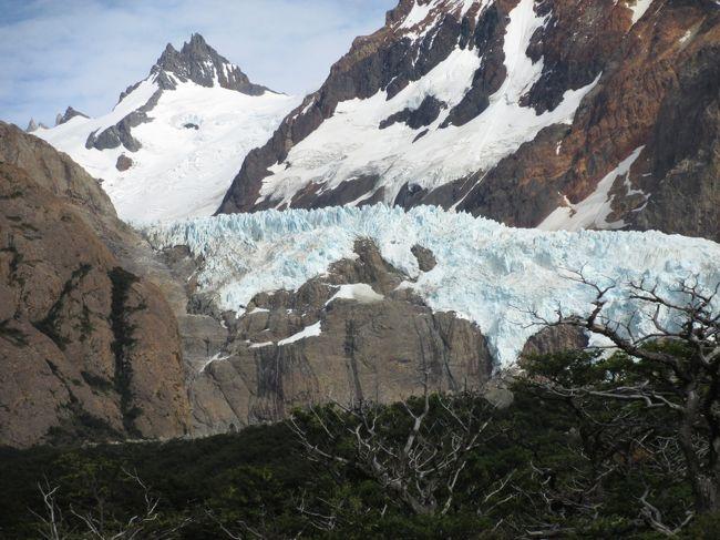 フッツ・ロイトレッキングコースの平原分岐コースとして、ペイダラス氷河鑑賞も雄大なパタゴニア地方の愉しみです、<br />既にエルカラフテ市内から観光バスで有名なロス・グラシャス氷河程大きくないですが、自由な時間でゆっくり過ごせる醍醐味有ります。