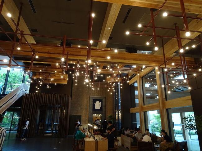 京都 烏丸御池 新しくできた<br />エースホテルに泊まってみた。<br />大変満足~☆大人の京都。特に夜。コロナで終了時間が早いのが残念。<br />新風館と共に新しい京都の名所となるだろう。<br /><br />ホテルは地下鉄烏丸御池から南改札口を出ると直結。<br />交通も大変便利だし、新風館を含め、お洒落。<br />レストランも良かった。メキシコ?ブラジル? bar が特に秀逸☆<br />アメリカ資本ホテルは、はじめてだったが、感激しまくりでした(^^)/<br />グッズも良いです。uka使用。<br /><br />全体的に対応がまだ慣れていないという感じはあるが、<br />コロナが落ち着いたら、きっと評判になると思う。<br />新風館のお店もおしゃれで、すでに人気店もあり。<br /><br />とにかく雰囲気が大人です。大人の京都の夜。<br /><br />堪能☆<br />いつか雑誌に載せたいね。クレアとか家庭画報?<br /><br />プラス<br />行きたかった京都府立植物園<br /><br />途中で雨が降ってきたので、<br />蓮の花やバラを見た後に<br />イノブンに寄り、早めに京都駅へ退散。<br />お土産を買ったが、<br />パンを買うのをすっかり忘れてしまった(笑)