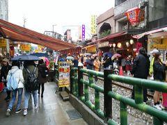 ツアーで台湾北部を周遊11. 十分での天燈上げ体験