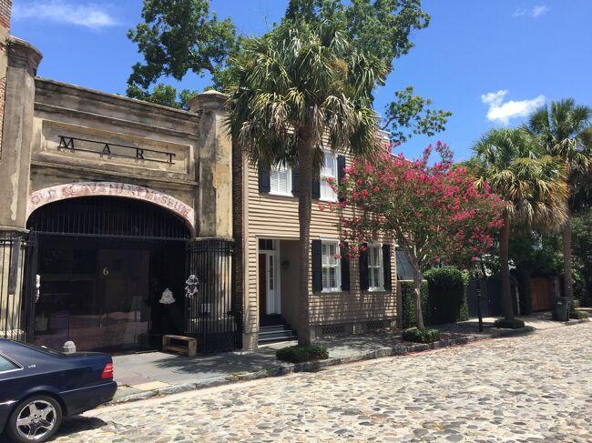 アメリカの黒歴史である奴隷貿易は17世紀後半以降、大西洋に面したチャールストンで盛んに行われ、この建物が実際に奴隷市場だった。今ではこの建物が博物館となっていて歴史を我々に伝えています。