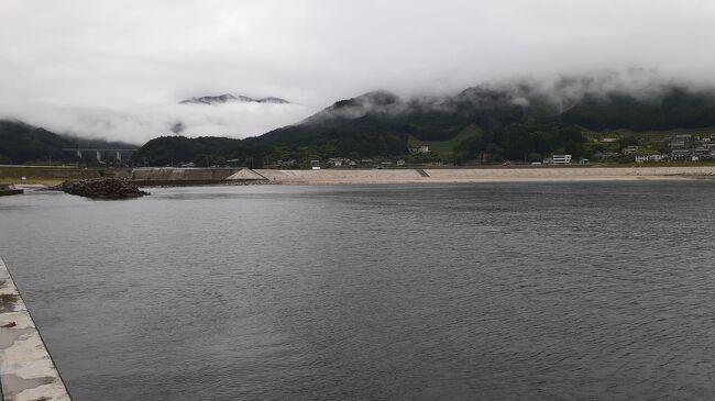 ご覧戴きましてありがとうございます。<br /> 2020年7月24日の祝日から2020年7月26日までの3日間、「三連休東日本・函館パス」を利用して北海道の函館と岩手県の三陸海岸沿いを旅してきました。<br /> 7部構成での公開を予定していて、パート1からパート3まではそれぞれ以下のとおり紹介しました。<br /><br />◎パート1→1日目の行程のうち①東京から函館までの移動の様子、②途中で立ち寄った青森でランチを頂いた時の様子等<br /><br />◎パート2→1日目の行程のうち残りの全て、具体的には①金森赤レンガ倉庫付近を散策した時の様子、②入舟町海水浴場付近を散策した時の様子等<br /><br />◎パート3→2日目の行程のうち①函館駅前にある「ハコビバ」という商業施設を散策した時の様子、②函館から釜石までの移動の様子等<br /><br /> 今回のパート4では2日目の行程のうち残りの全て、具体的には①三陸鉄道で釜石~吉浜間を往復利用した時の様子、②吉浜海水浴場を散策した時の様子、③吉浜の津波石を見学した時の様子等を紹介させて頂きます。