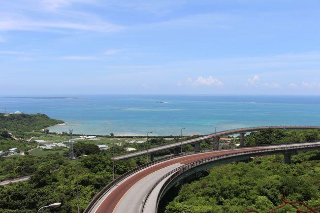 青空を求めて、弾丸で沖縄へ行ってみました。<br />コロナの自粛が解除されたと思ったら、季節は梅雨でほとんど晴れ間がなく青空を見ない日が続いていてストレスが溜まっていました。<br />(今年の梅雨って、晴れ間の中休みがほとんどないような気がするのは気のせいでしょうか)<br />自分の旅は、ほとんど天気がすべてで、天気予報を見ても沖縄以外に晴れている場所がなく、UAのマイルを使って弾丸で沖縄に行くことにしました。<br />滞在時間も短いことから、ニライカナイ橋をメインに那覇から南側を回ってみることにしました。<br />以下行程です。<br /><br />1日目 羽田20:00→那覇22:30<br /><br />2日目 レンタカーにて、瀬長島、喜屋武岬、ひめゆりの塔、平和祈念公園、百名ビーチ、新原ビーチ、ニライカナイ橋<br /><br />    那覇16:00→名古屋18:15