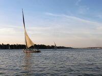 旅行会社の誇大広告に騙された最悪のナイル川クルーズの旅 10 ナイル川河岸に係留されたクルーズ船