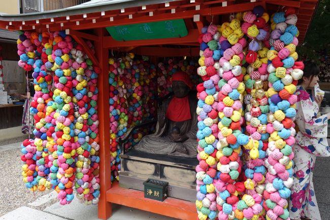疫病退散の祇園祭も中止になり…せめて、祇園さんにはお参り行ってくるかなと。<br /><br />観光地ど真ん中の神社ですが、ひと気が少なく…