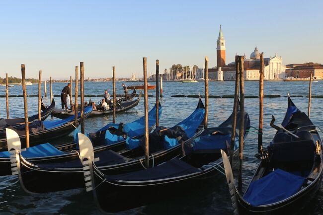 今回の一人旅は初めて訪れる街がほとんどでしたが<br />唯一再訪したいとずっと思っていたのがブラーノ島でした。<br />(ブラーノ島編→https://4travel.jp/travelogue/11644313)<br /><br />ブラーノ島が目的だったため、ヴェネツィア本島では<br />余った時間を利用しての街歩きが中心です。<br />とはいえ、前回の訪問はフィルムカメラだったので<br />デジカメで写真を撮り始めたら全然時間が足りませんでした。<br />またいつかヴェネツィアに行かなくては~!<br /><br />※「ヴェネツィアとその潟」として1987年に世界文化遺産登録されています。<br /><br /><br /><br /><br /><br />~・~・~・~・~・~ 旅  程 ~・~・~・~・~・~<br /><br /> 10/07(月) NRT発13:35(OS052)⇒ウィーン着18:35(乗り継ぎ)<br />       ウィーン発19:45(OS7053)⇒ザグレブ着20:40《泊》<br /> 10/08(火) ザグレブ観光 ザグレブ16:00(by BUS)⇒ロヴィニ19:55《泊》<br /> 10/09(水) ポレチュ観光《ロヴィニ泊》<br />★10/10(木) ロヴィニ13:15(by BUS)⇒トリエステ15:25<br />       トリエステ16:15(by TRAIN)⇒ヴェネツィア18:20《泊》<br />★10/11(金) ブラーノ島観光《ヴェネツィア泊》<br />★10/12(土) ヴェネツィア15:42(by TRAIN)⇒ラヴェンナ18:48《泊》<br /> 10/13(日) ラヴェンナ観光 <br />       ラヴェンナ18:45(by TRAIN)⇒ボローニャ19:54《泊》<br /> 10/14(月) ボローニャ09:18(by TRAIN)⇒オルヴィエート12:15《泊》<br /> 10/15(火) オルヴィエートからチヴィタ・ディ・バーニョレージョ日帰り観光<br />       オルヴィエート(by TRAIN)⇒フィレンツェ《泊》<br /> 10/16(水) シエナ日帰り観光《フィレンツェ泊》<br /> 10/17(木) フィレンツェ発15:05(OS532)⇒ウィーン着16:35(乗り継ぎ)<br />       ウィーン発17:45(OS051)⇒(機中泊)⇒<br /> 10/18(金) NRT着11:55<br /><br /><br />(旅行時 1ユーロ≒¥122)