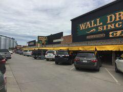 サウスダコタ州 ウォール ー 大きなお土産屋さんのウォール ドラッグ ストア