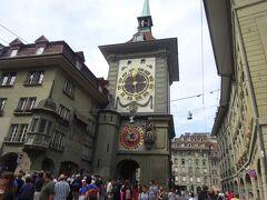 絶景が広がるアルプスの山歩きと鉄道の旅:スイス、リヒテンシュタイン旅行【10】(2019年秋 3日目⑤ 賑やかなる旧市街)