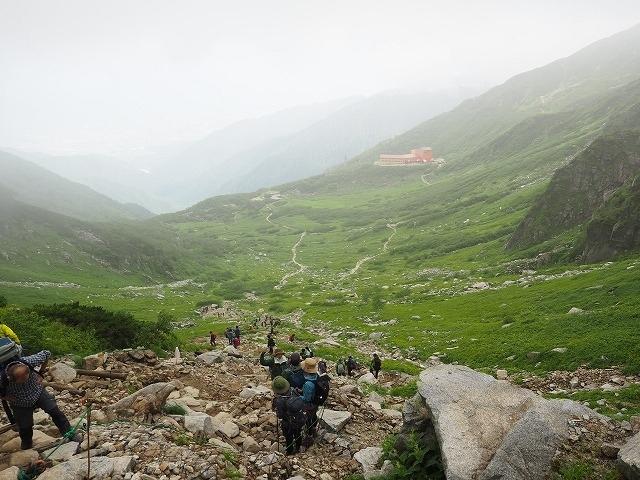 コロナ以来、久々の夫婦二人旅。<br />「旅好きなのに出不精」のため、外出できないのは意外と苦にならなかったのですが、さすがに数か月も外出しないと、感じたことのないストレスを感じるものですね。。。<br />山なら濃厚接触も避けられるだろう、ということで、恒例の夏長野登山。<br /><br />行き先は昨年10月の家族旅行で悪天のため登山ができなかった木曽駒ケ岳。<br />山の日を前にリベンジしにいきました。<br />