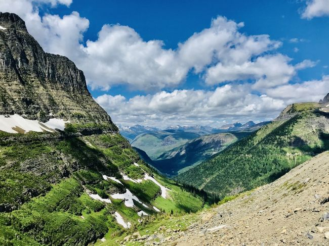 2020年7月5日~21日の17日間、ワシントン州の3つの国立公園(マウントレーニア、ノースカスケード、オリンピックとモンタナ州のグレイシャー国立公園に、私の大好きな雪と緑の山を見に、ドライブにトレッキングにと大周遊してきました。<br />国立公園の間には、ド田舎あり、温泉あり、ラベンダー畑ありとそれぞれの町も満喫しました。<br /><br />---------------<br />14日目<br />お気に入りの町となったホットスプリングスをあとにし、モンタナを北上、いよいよグレイシャー国立公園へ!<br />ノースカスケードともまた雰囲気の異なる山岳地帯の絶景に大感動。<br /><br />果たして夜は星空は見えるのか…<br /><br />※コロナのリオープン状況にあわせて、ルールに従って行動。