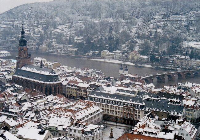 ドイツ2002 正月家族旅行<br />この年は大変寒く気温は-20度近く。ドイツは南に行くほど寒い。<br />フランクフルトからハイデルベルク、ノイシュヴァンシュタイン城、ローデンブルクなどを巡りフランクフルトへ戻ってきました。<br />2001年12月31日成田発、フランクフルト着<br />2002年1月1日フランクフルト、ハイデルベルク、バーデンバーデン<br />2002年1月2日ホーエンツォレルン城、マイナウ島、ボーデン湖畔<br />2002年1月3日ノイシュヴァンシュタイン城、リンダーホーフ城、ミューヘン<br />2002年1月4日ローデンブルク<br />2002年1月5日ビュルツブルク、レジデンツ、マリエンベルク要塞、フランクフルト<br />2002年1月6日ライン川・リュデスハイム、フランクフルト発<br />2002年1月7日成田着<br /><br />正月家族旅行シリーズ<br />2001年フランス モンサンミッショル・サンマロ・オンフール等<br />2002年ドイツ ハイデルベルク・ローデンブルク等<br />2003年イタリア バチカン・アルベルベッロ・ポンペイ等<br />2004年フランス ニース・モナコ・モズ等<br />2005年イギリス コッツウォールズ地方<br />2006年スペイン グラナダ・バルセロナ等<br />2007年オーストリア ウイーン・ザルツブルク等<br />2008年イタリア ミラノ・ヴェローナ・ベネチア・フィレンチェ・ピサ・ローマ・バチカン