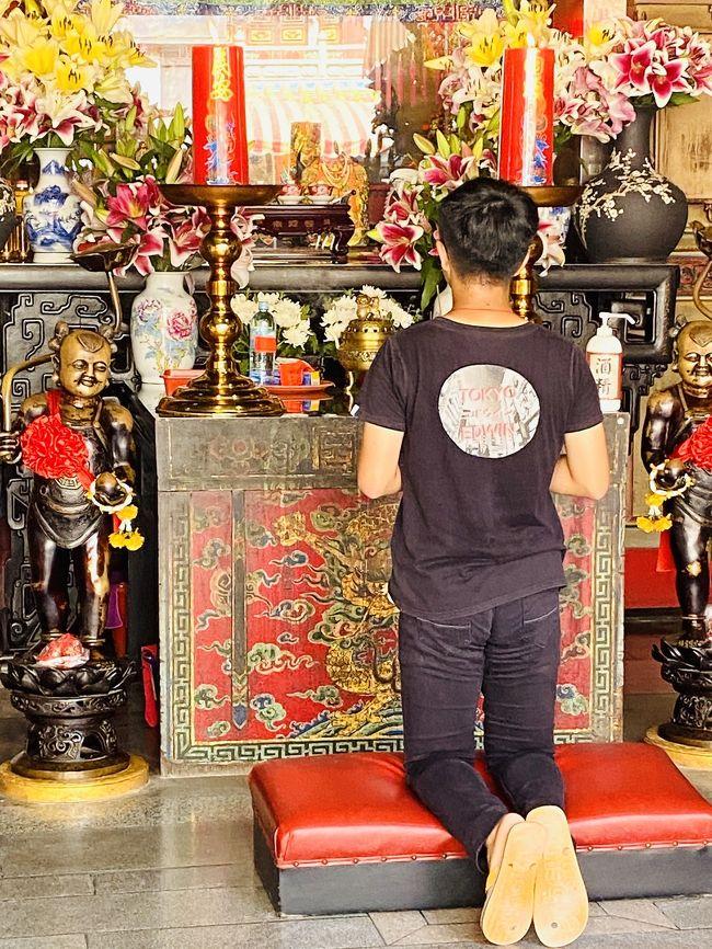 媽祖、虎爺、阿基拉を訪ねる嘉義市、嘉義県新港、雲林県北港の旅。媽祖は台湾でもっとも広く信仰を集める海神で、各地にその廟があるが、北港にある朝天宮が台湾の総本山とされている。虎爺も広く知られ、新港の奉天宮が台湾で虎爺をお祀りする本拠地となっている。阿基拉(あきら)は嘉義農林学校野球部の名ピッチャー、呉明捷のこと。1931年夏季甲子園大会で初出場ながら、準優勝をした嘉義農林は台湾野球界の誇りであり、呉明捷は英雄的存在。そのストーリーを描いた『KANO 1931海の向こうの甲子園』という台湾映画が2014年にリリースされ、台湾では爆発的ヒットをした。<br /><br />この旅行記は、北港の行程をまとめたもの。