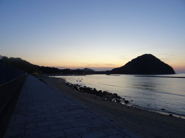 秋吉台で大地のパワーを感じた後、美しい水景色を巡りました。<br /><br />今回の旅行記の舞台は山口県の日本海側です!北上しついにたどり着いた萩市。萩市を巡り、絶景の夕暮れを目にしながら長かった1日を終えます。