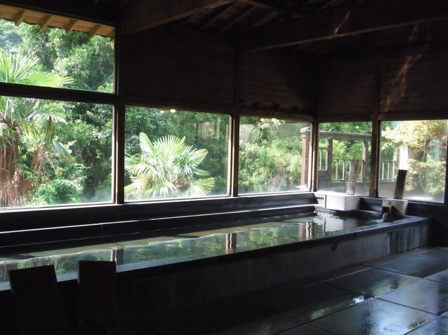 佐賀県鹿島市の山奥にある平谷温泉へ行ってきました。<br />メインは150年ほど前から湯治場として知られている一軒宿の落柿でランチ♪<br />景色もお料理も風光明媚な素敵な湯治場でした<br /><br />こんな素敵なところがあったなんって~☆<br />・・・という雄たけびを上げながらのドライブ<br /><br />長崎県~佐賀県間のR207を十分に満喫したお勧めスポットをご紹介します