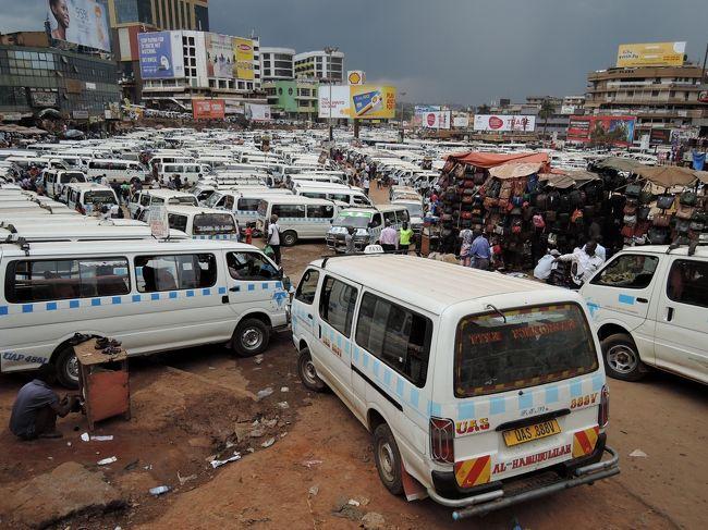 ルワンダからバスでウガンダに入国しました。