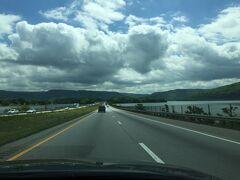 テネシー州 ハイウェイのテネシー川沿いを走る。