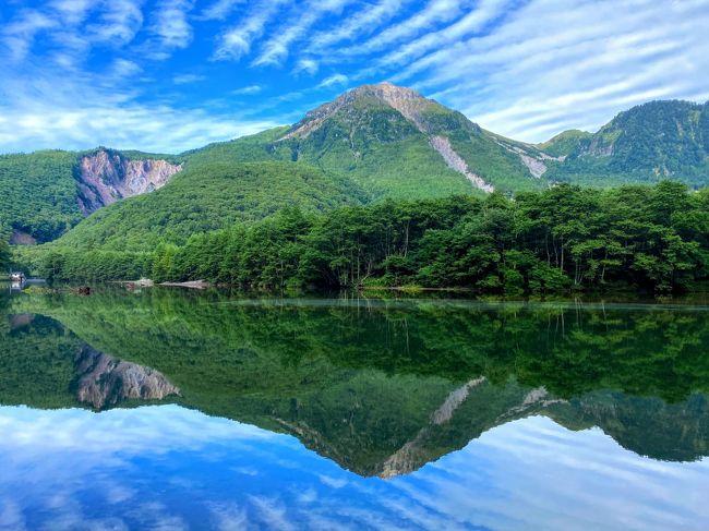 2泊3日の上高地滞在、しっかり滞在できる2日目の旅行記です。<br /><br />朝、穂高連峰を眺められるテラスで朝食を取り<br />大正池から明神池までハイキングしてきました。<br /><br />「9月の天候は不安定で変わりやすい。」とのこと。<br />この日は、雨予報でした。<br />だけど朝は、晴れ!<br />ただお天気下り坂なのは間違いなさそう。。<br />雨対策のレインウエアも新調してきたので 雨が降っても大丈夫なハズ・・。<br />出来ることなら 少しでも多く晴れてる景色を拝みたい。。<br />果たして・・・。